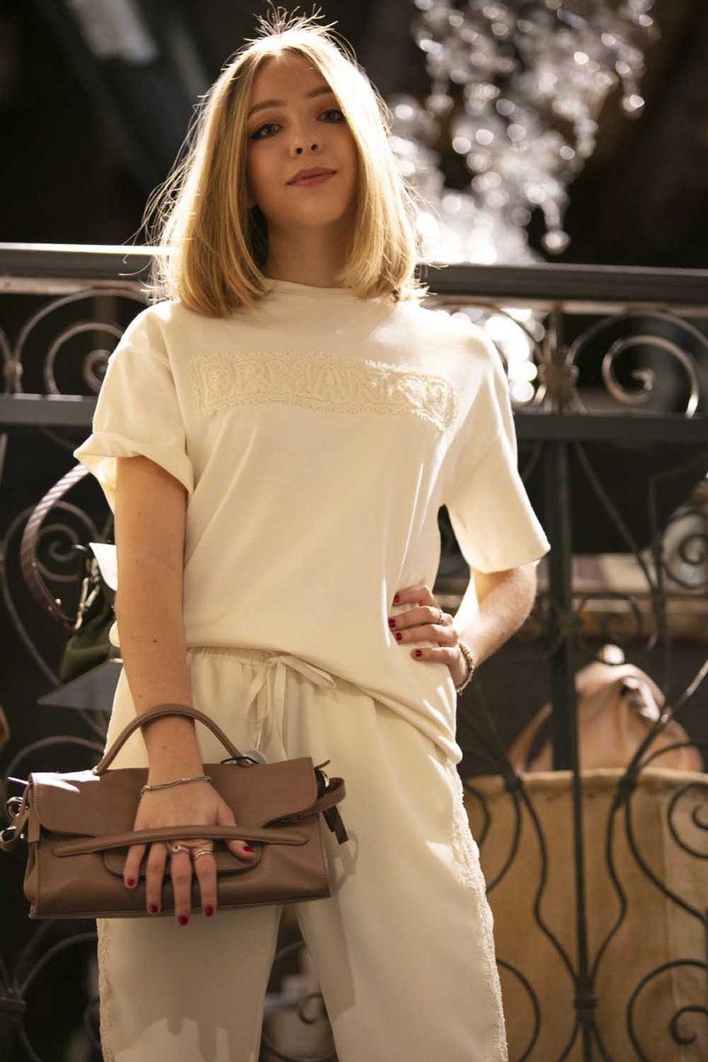T-shirt_felpata_con_logo_ricamato_in_pizzo_42_2