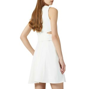 Short dress with round neck rope