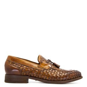 Loafers in woven leather with tassels