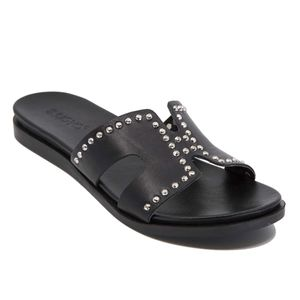 Leather slipper with studs