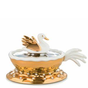 Narcissus decoration in porcelain