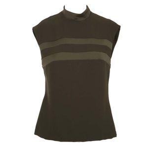 Sleeveless shirt with bands on the chest