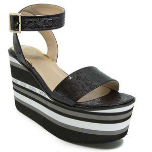 Sandalo con zeppa logata
