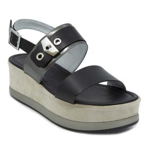 Leather sandal with suede platform