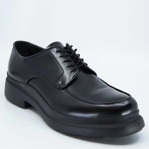New Classic black leather lace-up