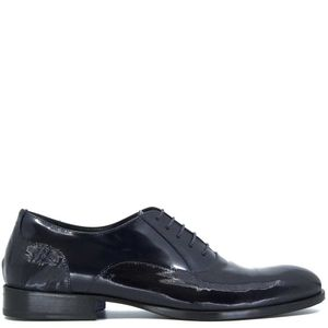Lace-up in knurled navy blue patent leather
