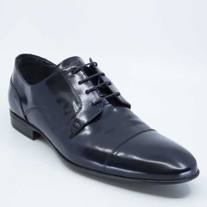 Classic lace-up in patent leather