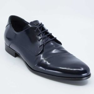 Handmade patent leather lace-up