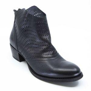 Spot Petra perforated boot