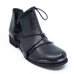 Spot Petra black ankle boot