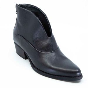 Petra ankle boot with back zip