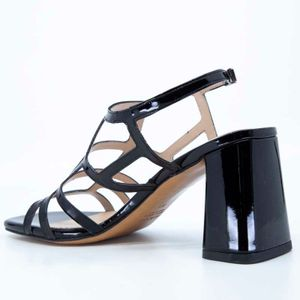 Patent leather sandal with heel