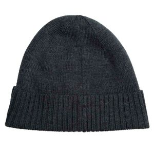 Wool cap with ribbed edges