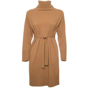 Knitted dress with Fuchsia belt