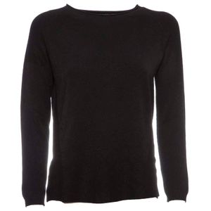 Lightweight sweater with asymmetrical bottom