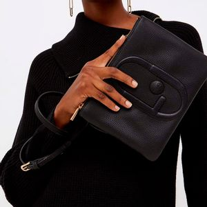 Flat shoulder strap with maxi glossy logo